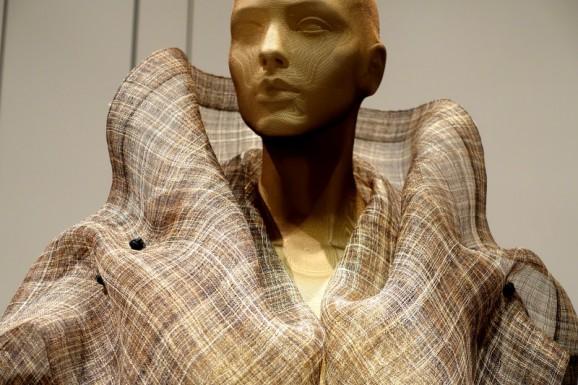 Miyake-collar