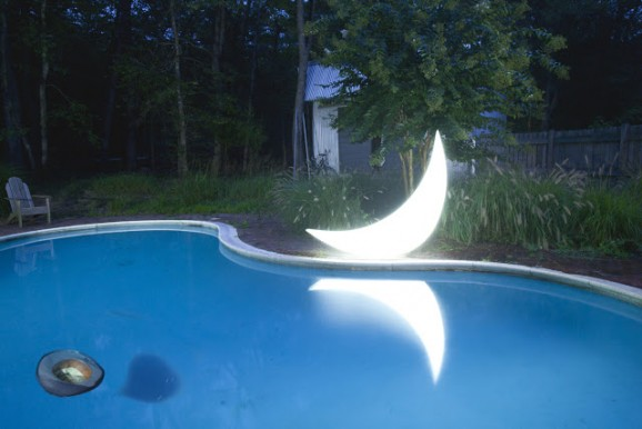 11_11_Private moon with hat in pool_2_IMG_6569