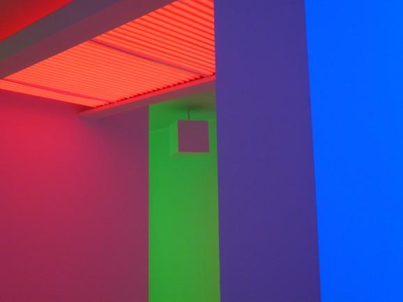 Farbige Licht-Raum-Installation von Carlos Cruz-Diez
