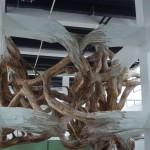 Henrique Oliveira erweckt Betonpfeiler zum Leben