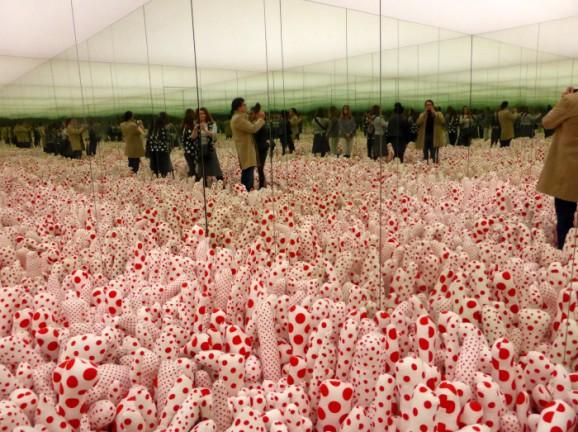 Yayoi Kusama: Phalli's Field