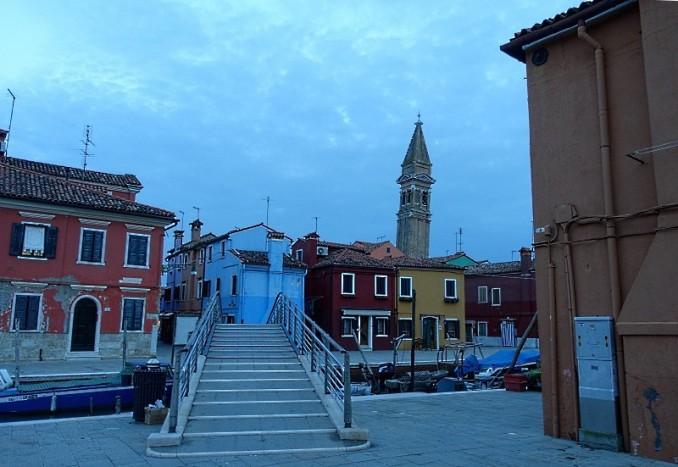 Burano: Stadtbild mit Kirche