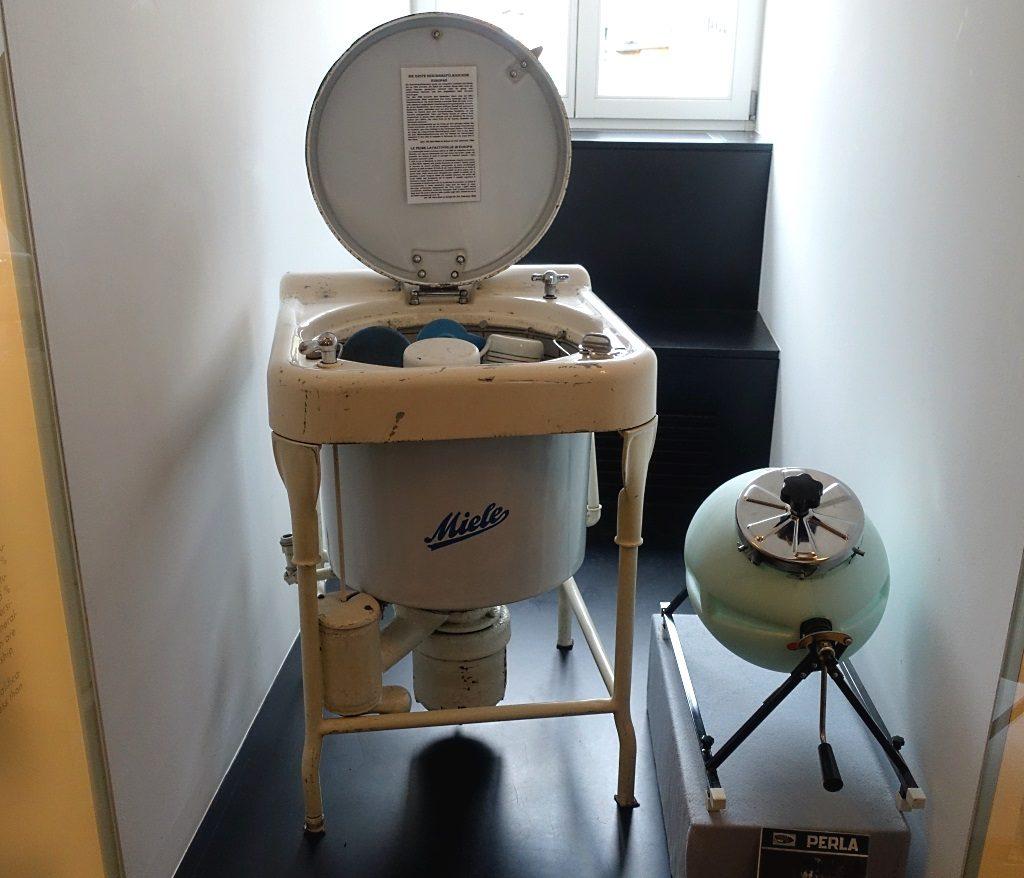 Frauenmuseum Meran: erste Geschirrspülmaschine Europas