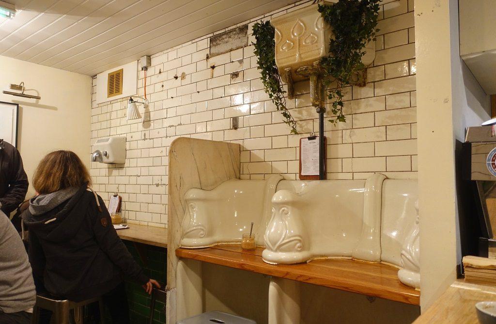 London mit Teenagern: The Attendant Cafe