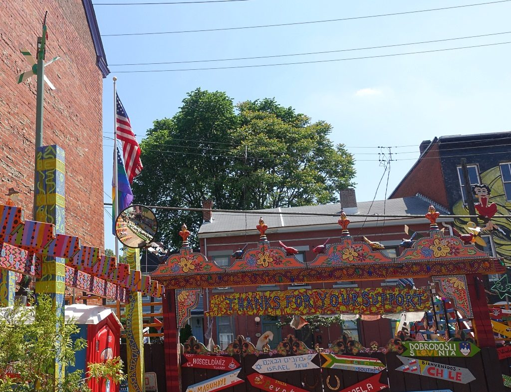 Pittsburgh: Randyland, rainbow flag