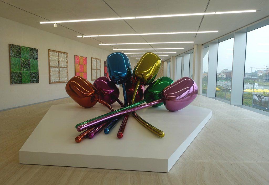 Fondazione Prada: Jeff Koons, Carla Accardi