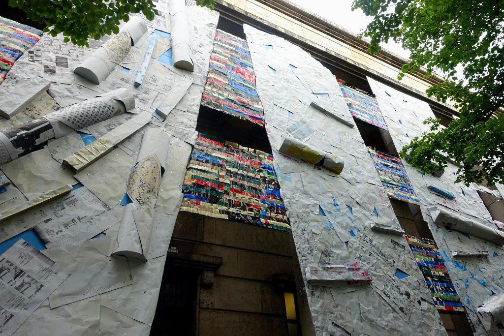 El Anatsui: Fassade vom Haus der Kunst