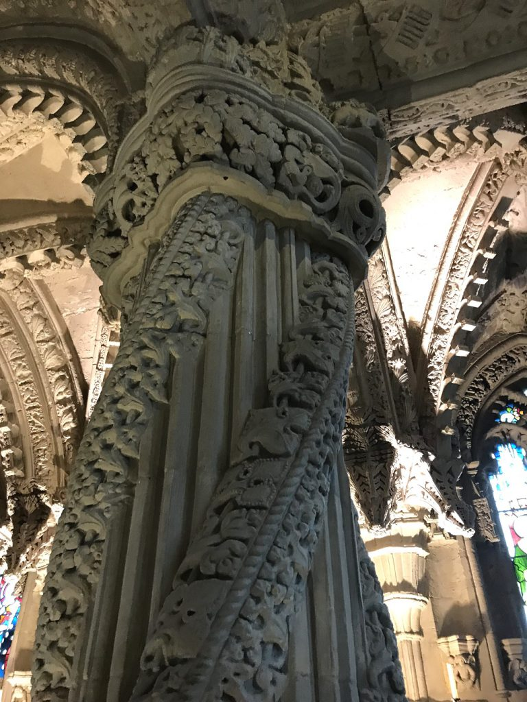 "Rosslyn Chapel: der legendenumwobene ""Apprentice Pillar"""