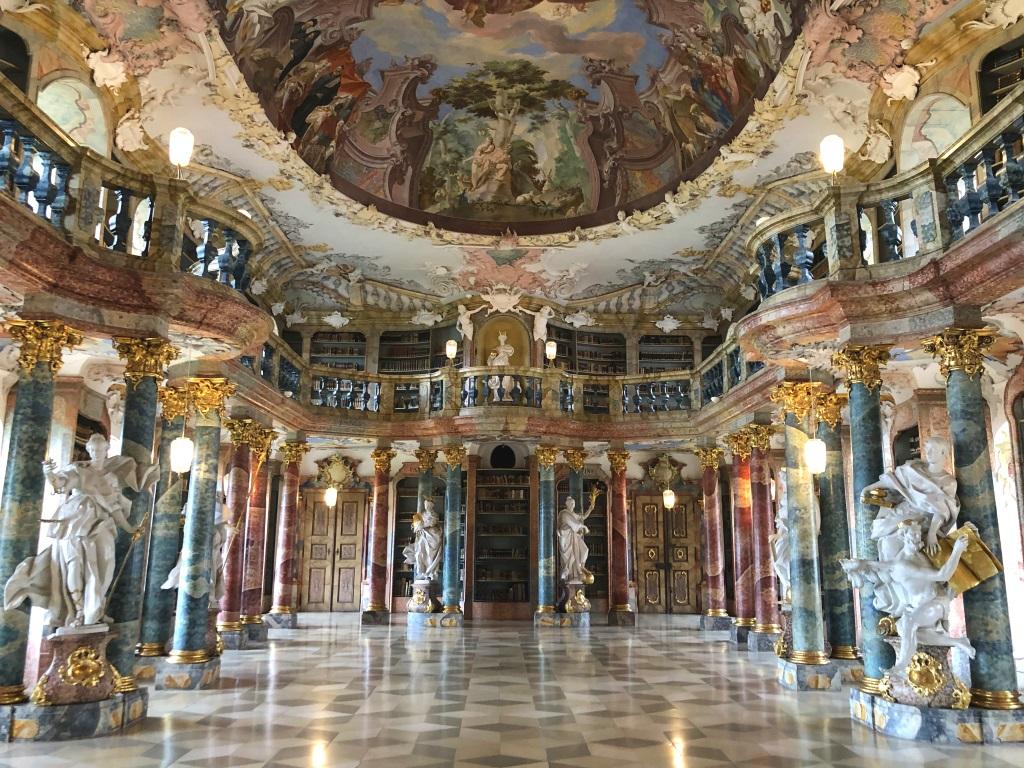 Mikroabenteuer zwischen Büchern in Ulm: die Klosterbibliothek Wiblingen — KindAmTellerrand