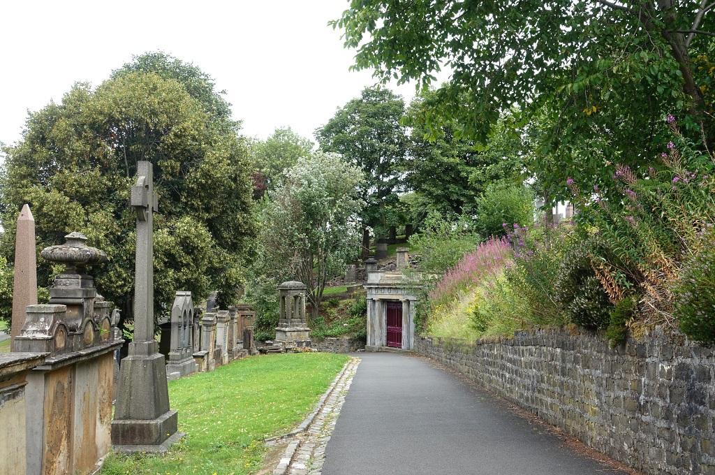 Glasgow mit Teenagern: Glasgow Necropolis