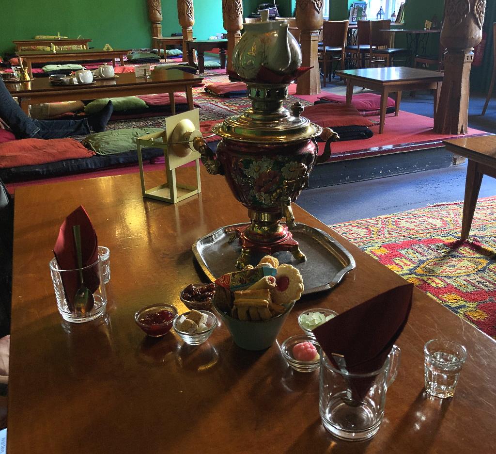 Tadshikische Teestube: russische Teezeremonie