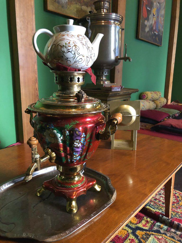 Tadshikische Teestube Berlin: Tee aus dem Samowar